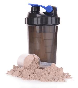 Whey Protein Pulver und Dosierlöffel
